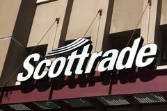 Segno e logo esteriori di Scottrade fotografia stock