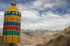Segno e montagne colorati Fotografia Stock Libera da Diritti