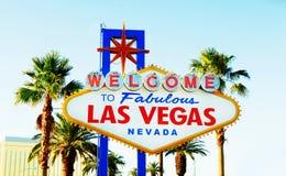 Segno famoso di Las Vegas il giorno luminoso fotografia stock