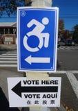 Segno handicappato di accesso al sito di voto a New York Immagine Stock Libera da Diritti