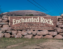Segno incantato dell'entrata della roccia Immagini Stock Libere da Diritti