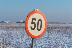 Segno 50 limite di velocità Fotografia Stock Libera da Diritti