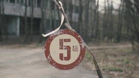 Segno limite di velocità, da Cernobyl, Pripyat, Ucraina stock footage