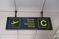 Segno multilingue dell'aeroporto Immagini Stock