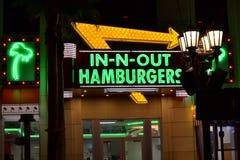 Segno in--n-fuori dell'hamburger sulla striscia di Las Vegas immagine stock libera da diritti