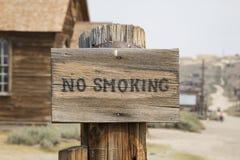 Segno non fumatori di legno Fotografie Stock