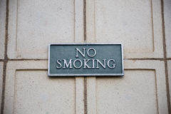Segno non fumatori sul mattone Immagine Stock