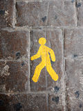 Segno pedonale giallo del vicolo Immagini Stock Libere da Diritti