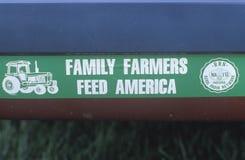 Segno per l'aiuto dell'azienda agricola in South Bend, DENTRO Immagini Stock Libere da Diritti
