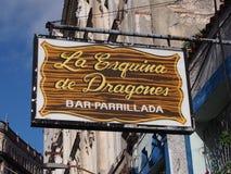 Segno per La Esquina De Dragones Bar Avana Fotografia Stock Libera da Diritti