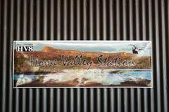 Segno positivo della stazione domestica della valle fotografia stock libera da diritti