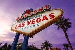 Segno positivo di Las Vegas al tramonto Fotografie Stock Libere da Diritti