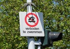 Segno proibito di nuoto immagini stock