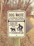 Segno residuo del cane sulla traccia Immagine Stock