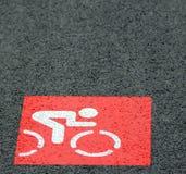 Segno rosso della pista ciclabile Fotografia Stock Libera da Diritti