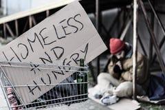 Segno senza tetto ed affamato immagine stock libera da diritti