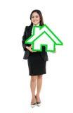 Segno sorridente della casa della tenuta della donna di affari Immagini Stock Libere da Diritti