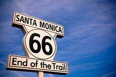Segno storico di Santa Monica dell'itinerario 66 Fotografia Stock Libera da Diritti