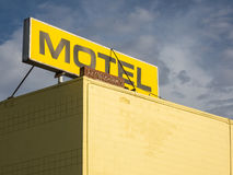 Segno sul tetto del motel Fotografia Stock