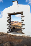 Segno tipico del comune vicino al villaggio di Betancuria con il paesaggio nei precedenti, Fuerteventur della montagna del desert Fotografia Stock Libera da Diritti