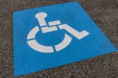 Segno universale per il punto di parcheggio di handicap I immagini stock libere da diritti