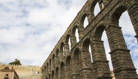 Segobia beroemd aquaduct in Spanje. Stock Afbeeldingen
