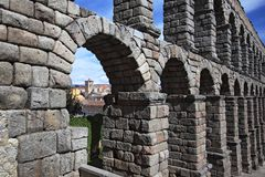 Segovia,西班牙 在古老罗马渡槽的看法 库存照片