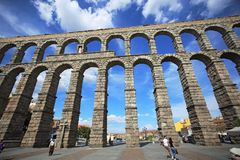 Segovia,西班牙 在古老罗马渡槽的看法 免版税库存图片