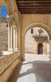 Segovia - η σκεπαστή είσοδος πρόσοψης της Romanesque εκκλησίας Iglesia de Λα Santisima Τρινιδάδ Στοκ Φωτογραφία