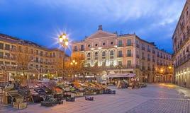 SEGOVIA, ΙΣΠΑΝΙΑ, ΑΠΡΙΛΙΟΣ - 14, 2016: Το τετράγωνο δημάρχου Plaza και η αγορά πρωινού Στοκ Εικόνα