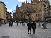 Segovia καθεδρικός ναός στην Ισπανία με τους ανθρώπους Στοκ Εικόνες
