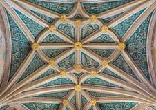SEGOVIA: Det gotiska valvet av kapellet vår dam av radbandet i domkyrka av vår dam av antagandet med de neoclassicistic frescoesn Royaltyfria Foton