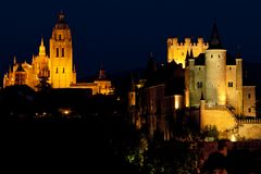 Segovia en la noche, el Castile y León, España imágenes de archivo libres de regalías