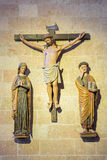 SEGOVIA, ESPANHA, ABRIL - 14, 2016: O grupo escultural gótico policromo de crucificação na catedral Nuestra Senora de la Asuncion Foto de Stock