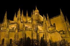Segovia-Kathedrale nachts. Berühmter spanischer Markstein Lizenzfreie Stockfotografie