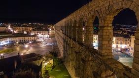 Segovia och akvedukt på natten fotografering för bildbyråer