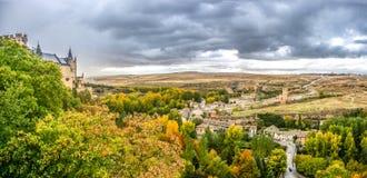 Segovia-Schloss mit drastischem cloudscape, Kastilien y Leon, Spanien lizenzfreie stockfotos