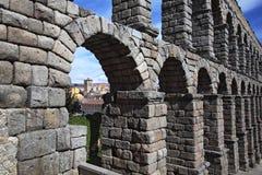 Segovia, Spanien Ansicht am alten römischen Aquädukt Stockfotos