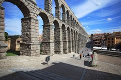 Segovia, Spanien Ansicht am alten römischen Aquädukt Lizenzfreie Stockbilder