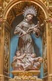 SEGOVIA SPANIEN, APRIL - 14, 2016: Den sned polychrome barocka statyn av St Francis av Asissi Royaltyfri Fotografi