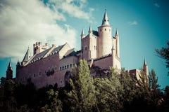 Segovia, Spanien Der berühmte Alcazar von Segovia, steigend heraus auf ein r Lizenzfreies Stockfoto
