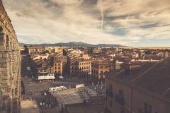Segovia, Spanien - 21. Juni 2014: Der berühmte alte Aquädukt in Seg Stockbilder
