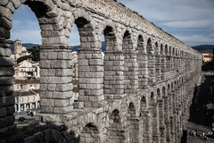 Segovia, Spanien - 21. Juni 2014: Der berühmte alte Aquädukt in Seg Lizenzfreie Stockfotografie