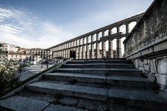 Segovia, Spanien - 21. Juni 2014: Der berühmte alte Aquädukt in Seg Lizenzfreie Stockfotos