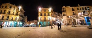 Segovia stadsfyrkant på natten royaltyfria bilder