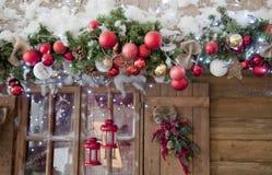 Segrar den inre platsen för det lyckliga nya året och för glad jul med frost Royaltyfria Bilder