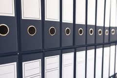 Segregator falcówki w półce, segregatory z rzędu Fotografia Stock