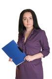Segretaria con un dispositivo di piegatura blu Fotografie Stock Libere da Diritti