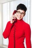 Segretaria nel colore rosso Immagini Stock