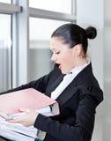 Segretaria nell'ufficio Immagine Stock